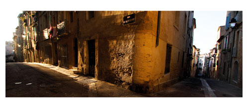 Le vieux Montpellier - Rue de la verrerie- Carte Postale panoramique 10x23. Photographe Marianne Raous