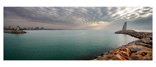 La Grande Motte - L'entrée du port - Carte postale panoramique 10x23 cm - Photographe: Marianne Raous