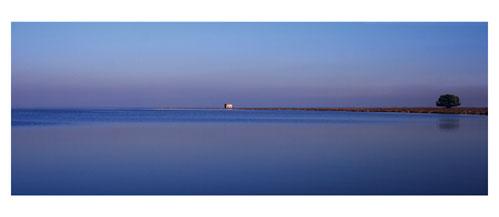 La Cabane de l'Avranche sur l'étang de l'Or - Carte postale panoramique 10x23 cm - Photographe: Marianne Raous