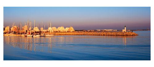 La Grande Motte - Coucher de soleil sur le port - Carte postale panoramique 10x23 cm - Photographe: Marianne Raous