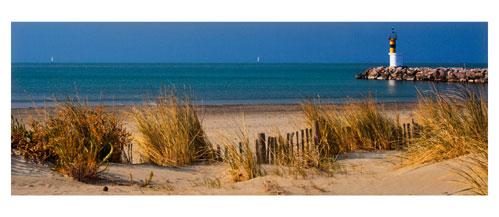 Port Camargue - La sortie du Port depuis la plage sud. Carte postale panoramique 10x23 cm - Photographe: Marianne Raous