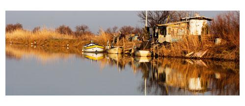 Palavas. Cabane sur le canal des quatre vents. Carte postale panoramique 10x23 cm. Photographe: Marianne Raous