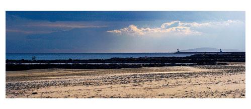 Carnon, la plage. Au loin, le Mont Saint Clair. Carte postale panoramique 10x23 cm - Photographe: Marianne Raous