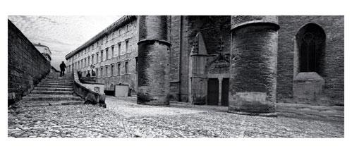 Montpellier, Photographie noir et blanc. Place Saint Pierre, le porche de la Cathédrale. Carte Postale panoramique 10x23. Photographe Marianne Raous