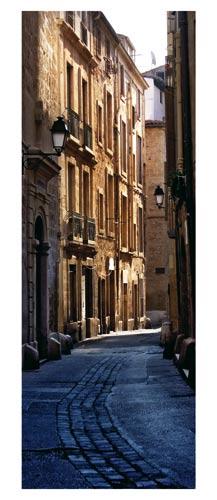 Montpellier, Photographie couleur. Ruelle du vieux Montpellier, au coeur de l'Ecusson - Carte Postale panoramique 10x23. Photographe Marianne Raous