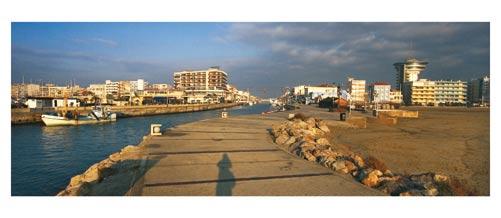 Palavas - Le Phare et la sortie du port. - Carte postale panoramique 10x23 cm - Photographe: Marianne Raous