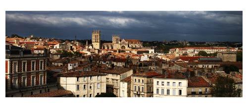 Montpellier - Les toits de l'Ecusson et la cathédrale depuis les terrasses du Corum