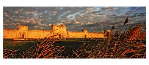 Aigues Mortes - Les remparts d'Aigues Mortes au soleil couchant - Les remparts sud