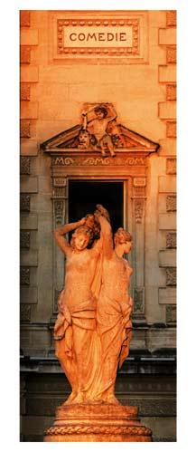 Montpellier - La fontaine des trois Graces devant l'Opéra, Place de la Comédie au petit matin