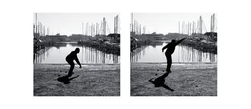 Joueur de boule sur le Port de Carnon. Carte postale panoramique 10x23 cm - Photographe: Marianne Raous
